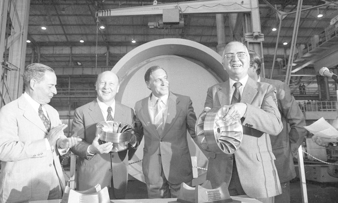 Na empresa Voith e Siemens, entrega da primeira turbina para Itaipu, em 17 de novembro de 1981 Foto: Silvio Correa / Agência O Globo