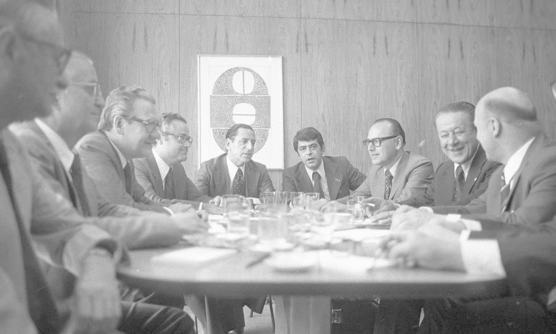Delegações do Brasil e Paraguai reúnem-se no Itamaraty, em Brasília, em 26 de outubro de 1978 Foto: Arquivo / Agência O Globo