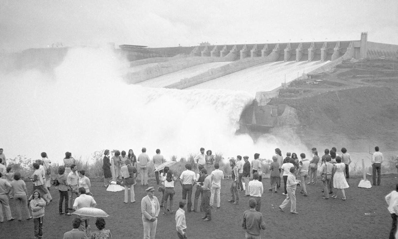 Usina hidrelétrica de Itaipu no dia de sua inauguração simbólica, em 5 de novembro de 1982 Foto: Antonio Carlos Piccino / Agência O Globo