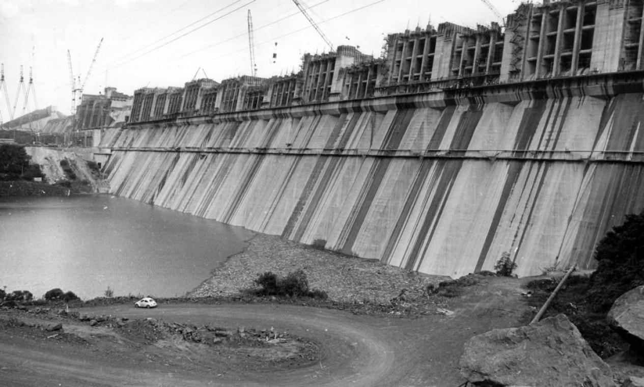 Usina hidrelétrica de Itaipu, em 5 de março de 1982 Foto: Silvio Correa / Agência O Globo