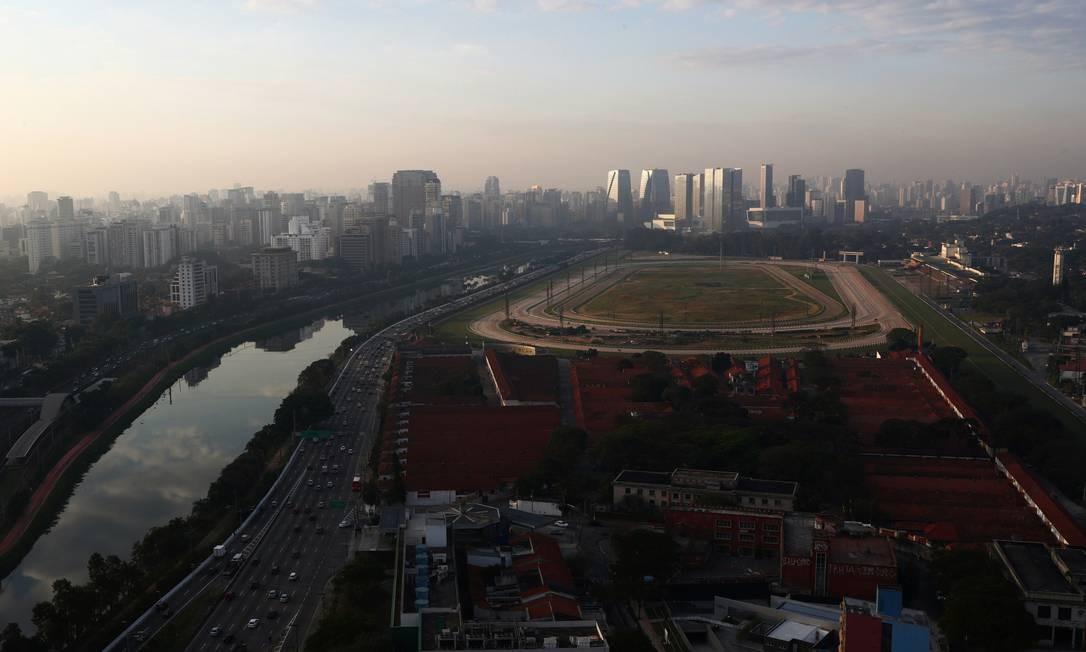 Vista geral do hipódromo de Cidade Jardim e do Jockey Club, ao lado do rio de Pinheiros, em Sao Paulo. Espaço foi construído sobre área total de 600 mil metros quadrados e inaugurado em 25 de janeiro de 1941, aniversário da capital paulista Foto: AMANDA PEROBELLI / REUTERS