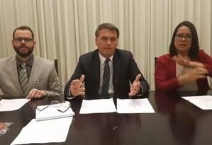 Bolsonaro durante live no Facebook Foto: Reprodução