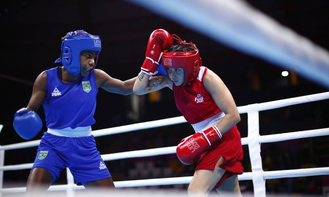 Jucielen Romeu (azul), boxe até 57kg, ganhou a medalha de prata. Jucielen lutou com Leonela Rosa Sanchez da Argentina que ganhou a luta e levou a medalha de ouro. Foto: Marcos Brindicci / Marcos Brindicci / Lima 2019