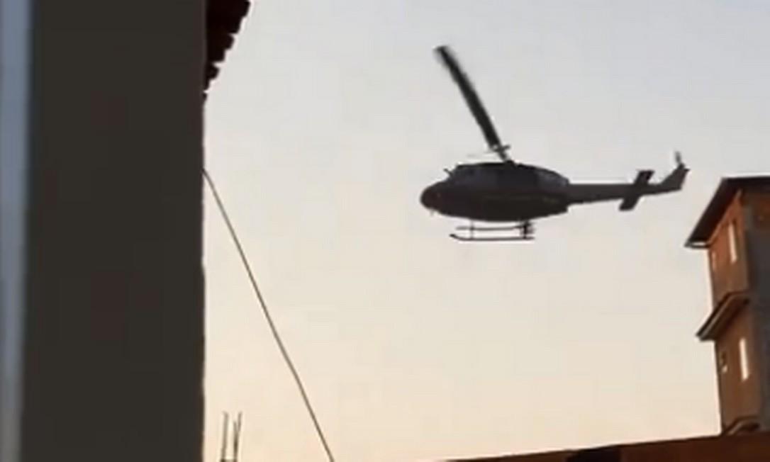 PM realiza operação no Complexo da Maré Foto: Facebook / Reprodução