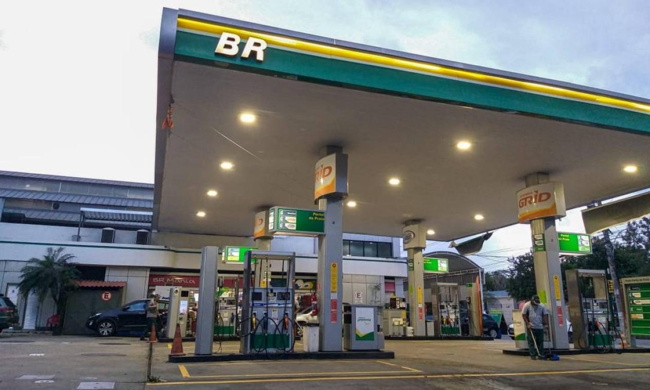 A Petrobras levantou R$ 9,6 bilhões com a privatização da BR, considerada por muito tempo como a 'joia da coroa'. A estatal ficou com 37,5% da empresa Foto: Gabriela Fittipaldi / Agência O Globo