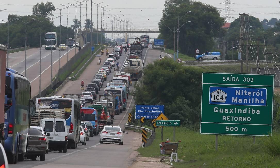 Rodovia Niterói-Manilha teve até 20% do número de roubos de veículos das estradas fluminenses Foto: Fabiano Rocha / Agência O Globo