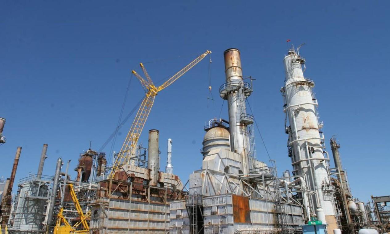 Símbolo da corrupção da estatal, a Petrobras vendeu a refinaria de Pasadena, nos EUA, para a Chevron. Arrecadou R$ 1,8 bilhão com a operação, concluída em maio Foto: Richard Carson / Richard Carson
