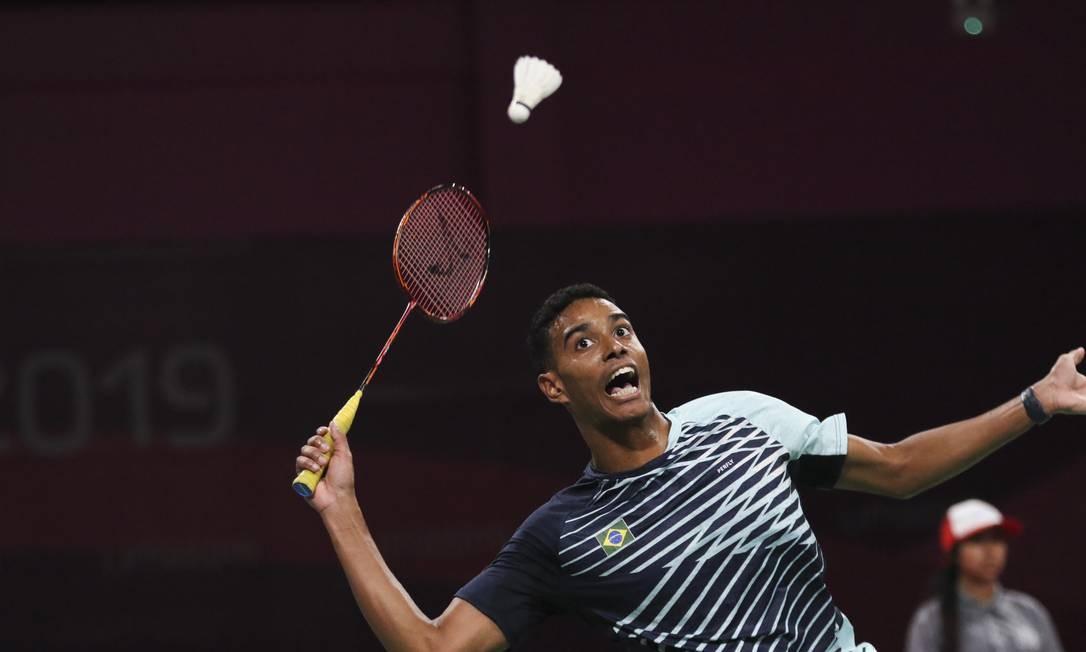 Ygor Coelho durante a semifinal de badminton contra o canadense Jason Ho-Shue. Atleta venceu por 2 sets a 1 e disputa o ouro nesta sexta-feira (2) Foto: Douglas Juarez / Lima 2019