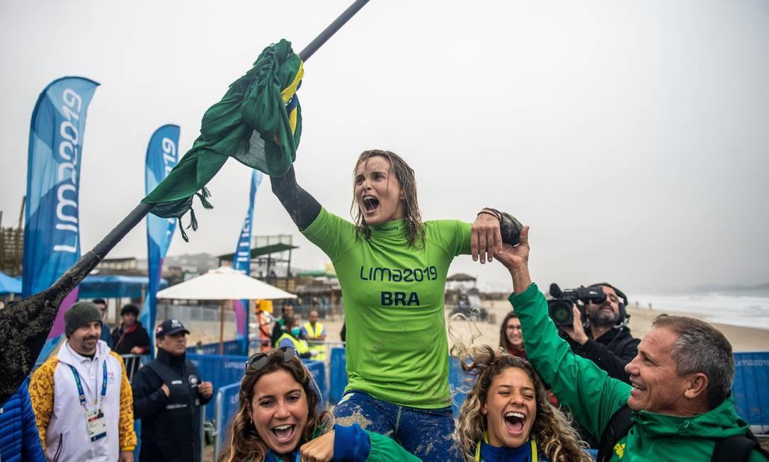 Lena Ribeiro conquistou a medalha de ouro no Stand-Up Race, a corrida da modalidade. As provas são disputadas na praia de Punta Rocas Foto: ERNESTO BENAVIDES / AFP