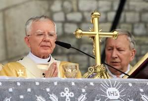 O arcebispo de Cracóvia, Marek Jedraszewski, durante a procissão de Corpus Christi em junho último: reforço à retórica antigay adotada pelo governo nacionalista de direita Foto: AGENCJA GAZETA/REUTERS/20-06-2019