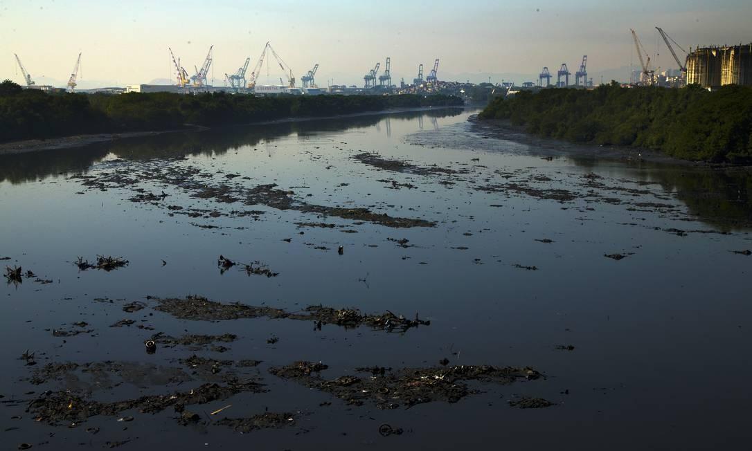 No ranking 2019 do saneamento básico do Instituto Trata Brasil, que avalia as 100 maiores cidades brasileiras, o município do Rio despencou 12 posições Foto: Antonio Scorza / Agência O Globo