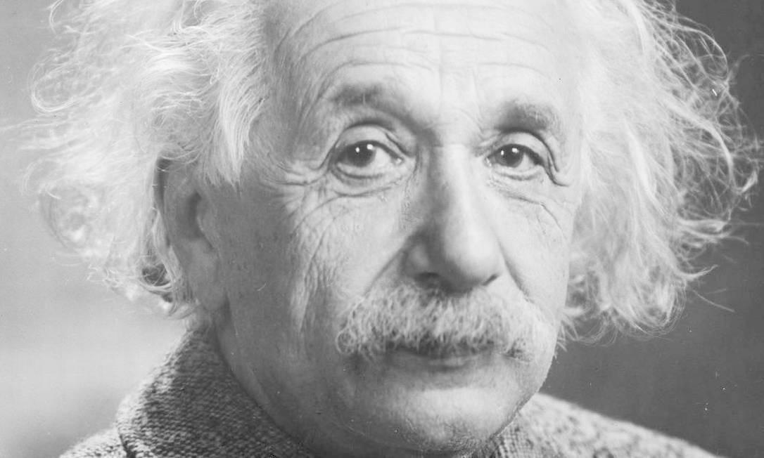 Albert Einstein: físico alemão que desenvolveu a teoria da relatividade geral, um dos pilares da física moderna ao lado da mecânica quântica Foto: Reprodução