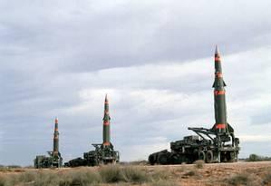Bateria de mísseis de médio alcance americanos Pershing II preparados para serem disparados no campo de testes americano McGregor Range em 1987: armas foram desmanteladas com a assinatura do tratado INF no mesmo ano Foto: Frank Trevino/12-01-1987