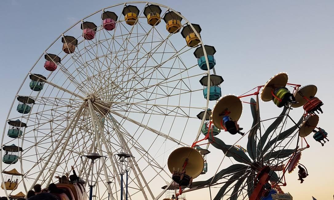 Roda-gigante e outros brinquedos do Parque Guanabara, em Belo Horizonte Foto: Eduardo Maia