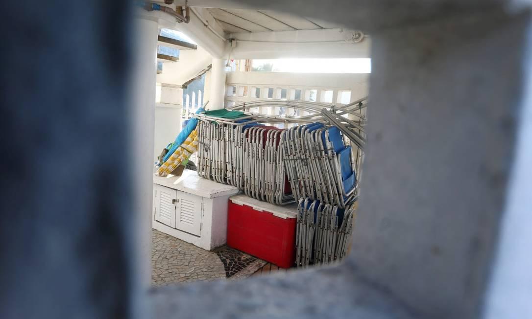 CI Rio de Janeiro (RJ) 01/08/2019 - Barraqueiros da Praia do Leme guardam suas mercadorias no Posto 01 de Salva Vidas. Foto Fabiano Rocha / Agência O Globo Foto: FABIANO ROCHA / Agência O Globo