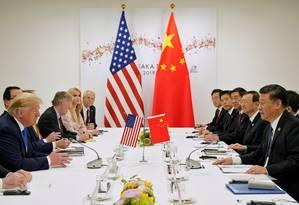 O presidente dos EUA, Donald Trump, participa de uma reunião bilateral com o presidente da China, Xi Jinping, durante a cúpula dos líderes do G20 em Osaka, no Japão, em 29 de junho Foto: Kevin Lamarque / Foto de Arquivo/REUTERS