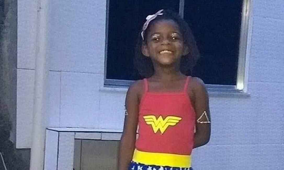 Mel Rhayane Ribeiro de Jesus: menina chegou morta ao Hospital Marcílio Dias nesta sexta-feira; pai se entregou à polícia Foto: Reprodução
