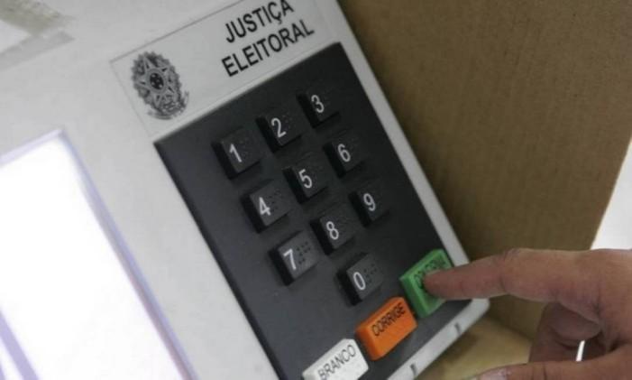 O cadastramento da biometria é realizado em cartórios eleitorais Foto: Felipe Hanower / Agência O Globo