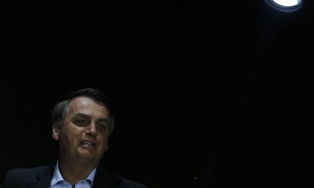 O presidente Jair Bolsonaro participa, com colete à prova de balas, do culto na Igreja Apostólica Fonte da Vida Foto: Jorge William / Agência O Globo