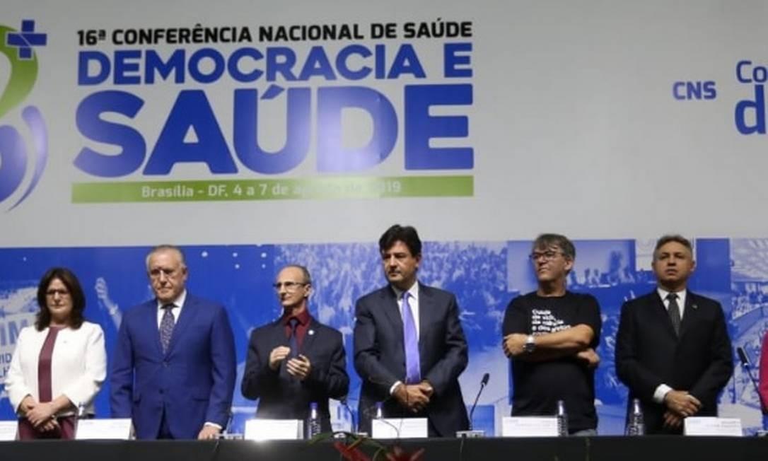 Mandetta (ao centro) na mesa de abertura da 16ª Conferência Nacional da Saúde Foto: Divulgação