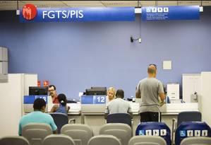 Saque do FGTS: se fizer o saque-aniversário, trabalhador demitido ficará com dinheiro retido mesmo depois do período de dois anos Foto: Arquivo - Agência O Globo