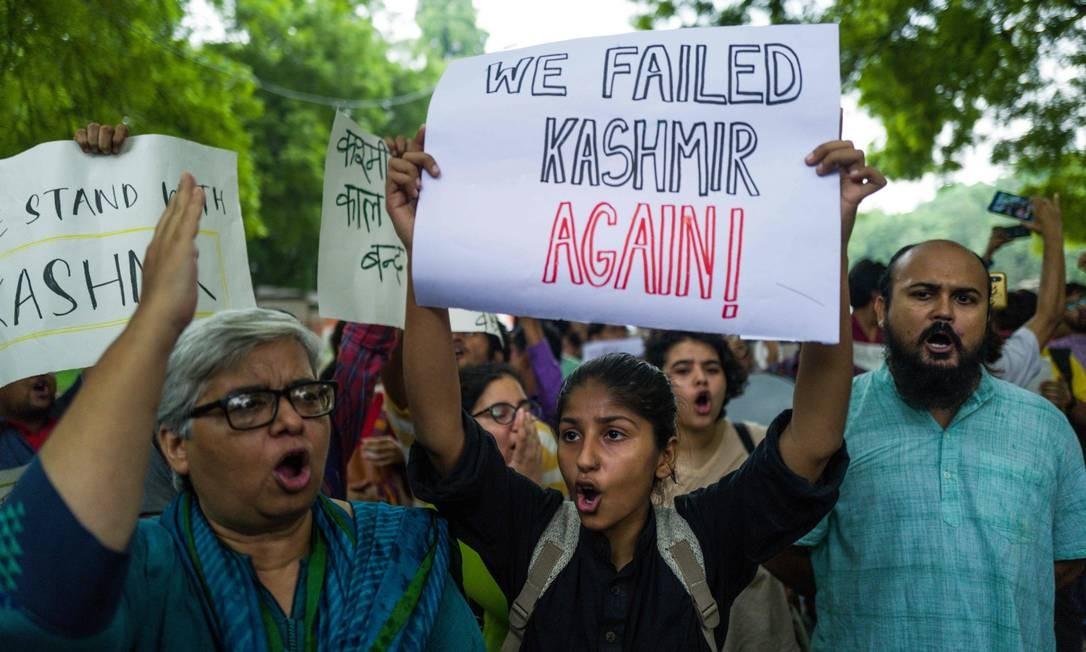 Em Nova Délhi, manifestantes protestam contra medida do governo indiano Foto: JEWEL SAMAD / AFP