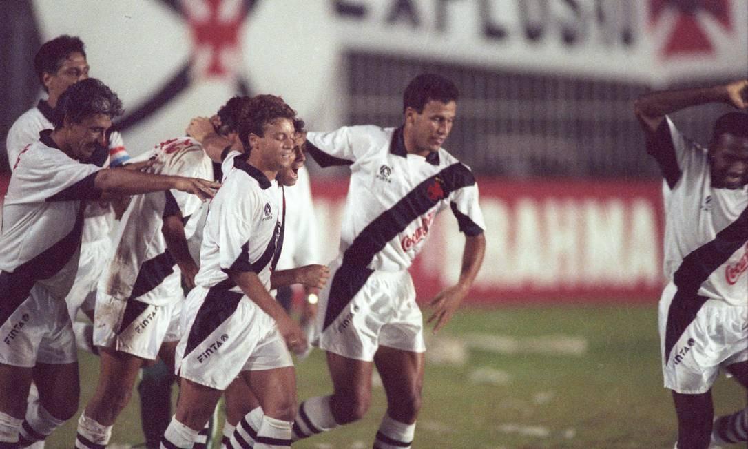 Em 1992, o Campeonato Estadual foi disputado por pontos corridos. Ao vencer o Bangu (1 a 0), o Vasco conquistou o título com duas rodadas de antecedência Foto: Fernando Maia / Agência O Globo