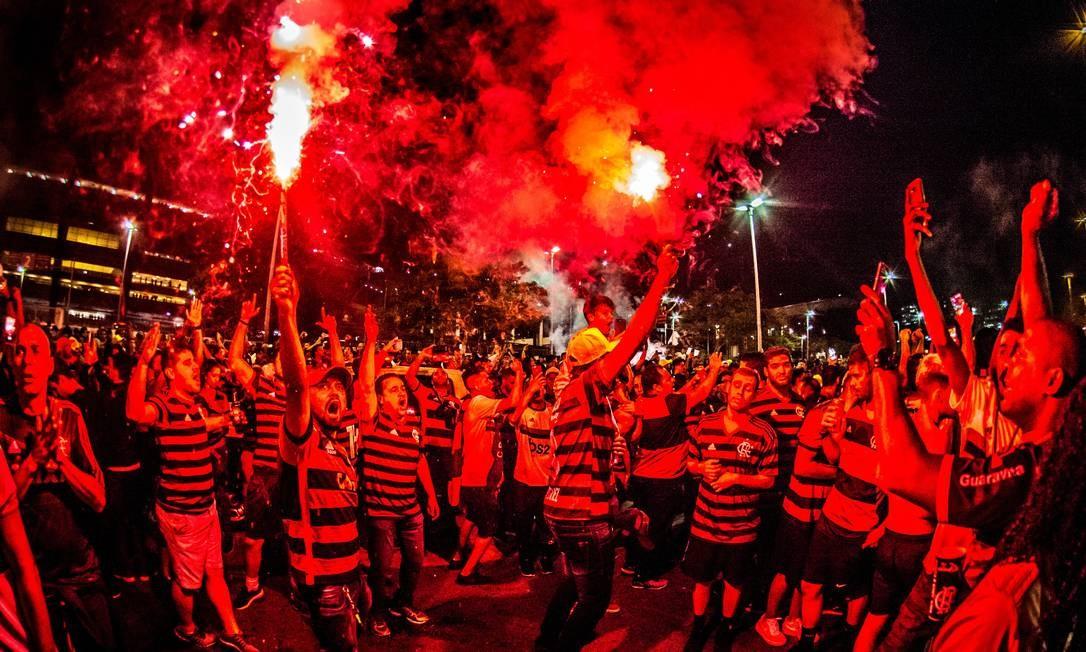 Torcida do Flamengo com sinalizadores no Maracanã Foto: Alexandre Vidal/Flamengo