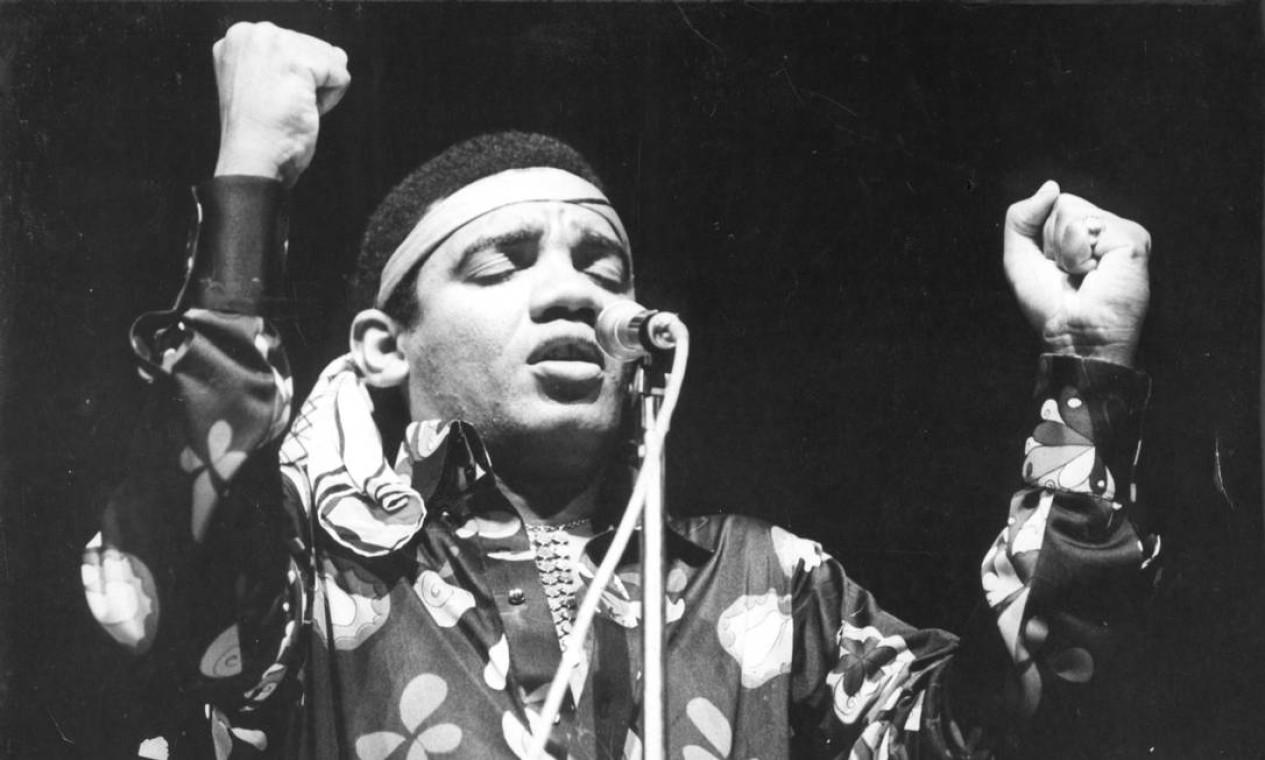 Simonal brilhou como ícone da música brasileira nos anos 60. Acusado de ser informante da ditadura militar, foi duramente perseguido e caiu no ostracismo dentro do meio artístico nacional Foto: