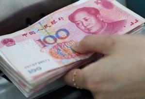 Notas de iuan: China fixa taxa de referência diária em 6,9683 por dólar Foto: Bloomberg