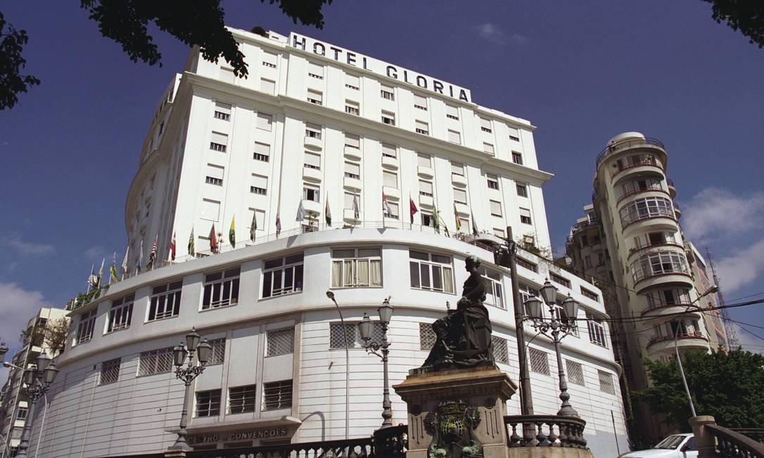 Hotel Glória também foi um dos empreendimentos imobiliários que não deu certo. Em 2008, após 86 anos de atividade, o hotel foi vendido ao empresário Eike Batista por R$ 80 milhões. Foi fechado para reformas. Com a liquidação do grupo de empresas do Grupo EBX, a reforma parou e o prédio foi vendido para o fundo de investimento Mubadala Foto: Michel Filho / Agência O Globo
