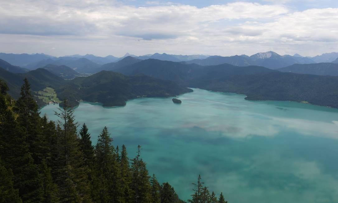 Vista do Lago Walchensee, nas montanhas Alp, perto da aldeia de Walchensee, sul da Alemanha Foto: CHRISTOF STACHE / AFP