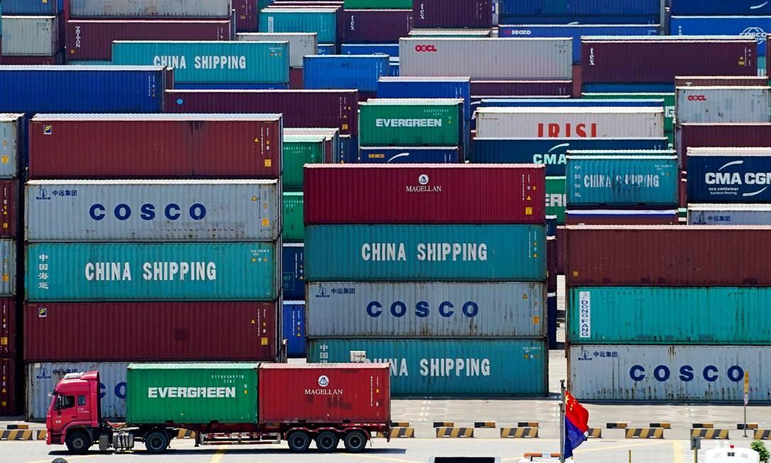 Contêineres no porto de Yangshan, em Xangai, China Foto: Aly Song / REUTERS