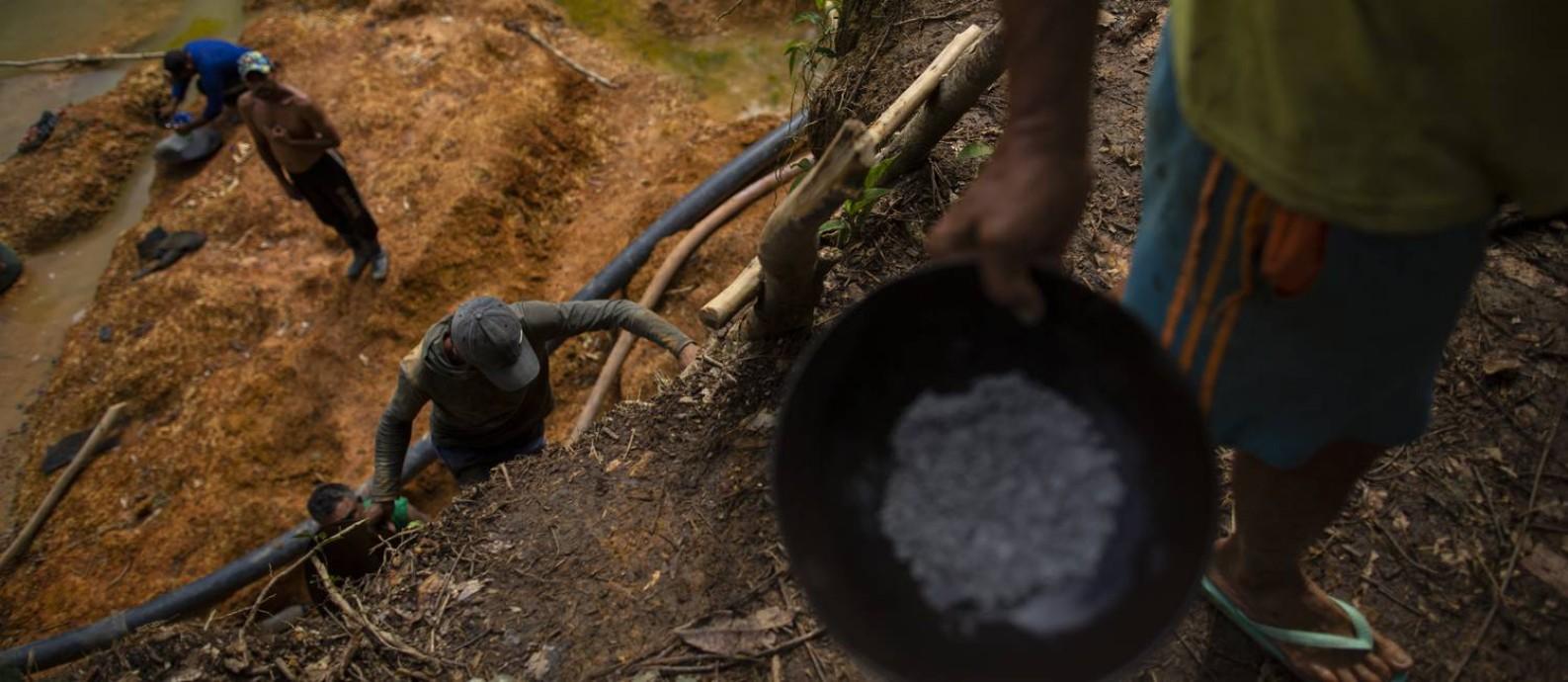 Garimpo ilegal de ouro na reserva dos Ianomâmis Foto: Daniel Marenco / Agência O Globo