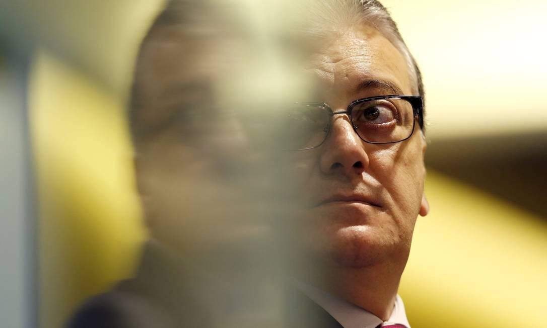 """Em 27 de julho de 2017, o ex-presidente do Banco do Brasil e da Petrobras Aldemir Bendine é preso na 42ª fase da Lava-Jato, batizada de """"Cobra"""" Foto: Sergio Moraes / Reuters"""