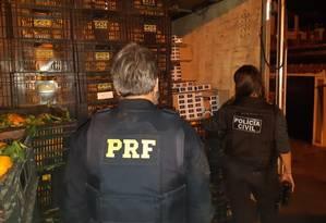 Carga de cigarros estava escondida atrás de caixas de tangerinas Foto: Divulgação