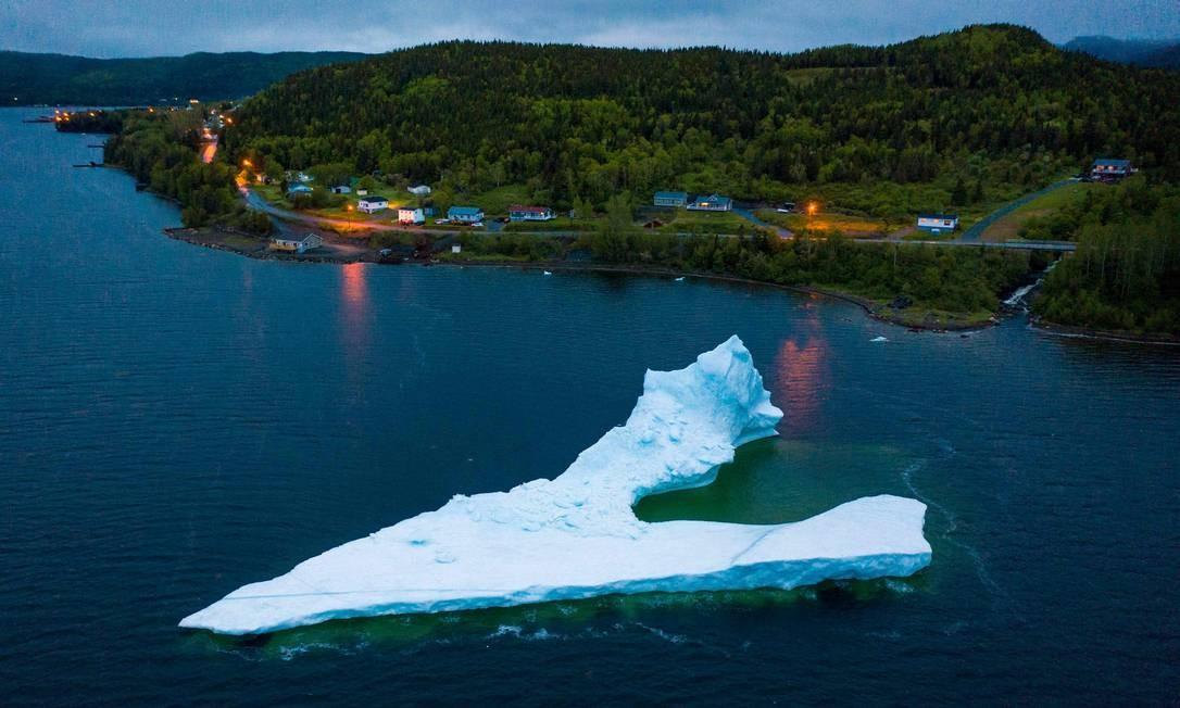 Os icebergs tem atraído turistas, mais de 500.000 visitaram a província de Newfoundland Foto: JOHANNES EISELE / AFP