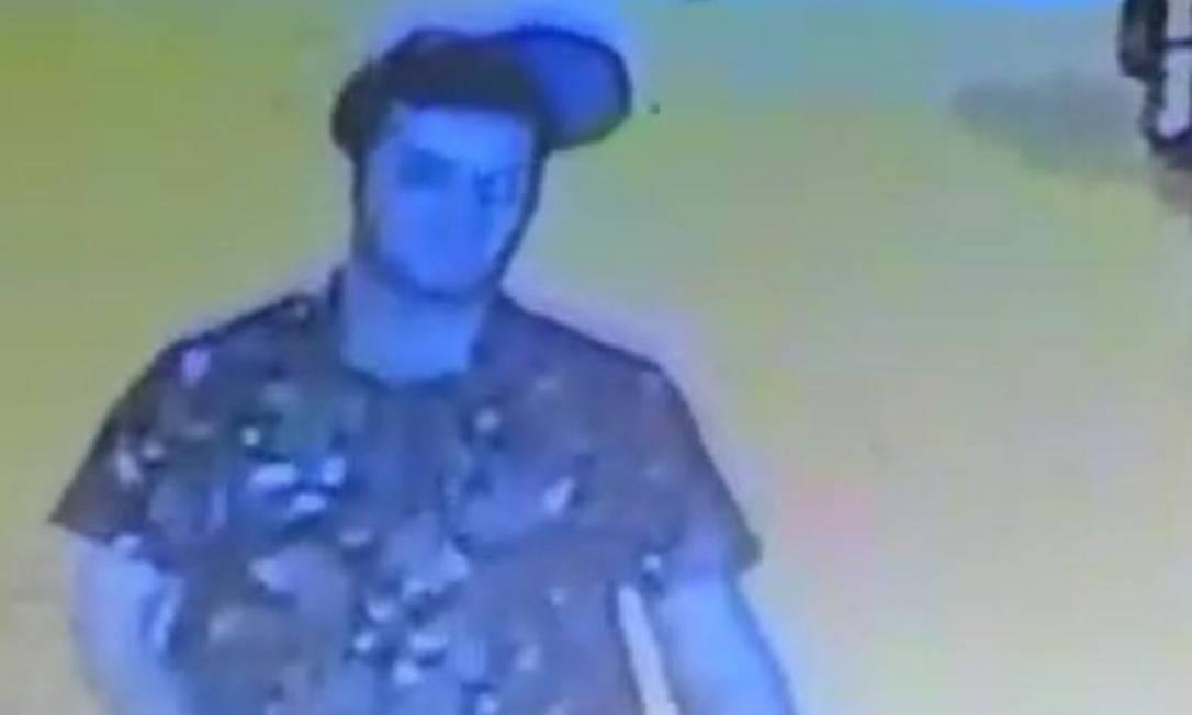 Guilherme foi identificado por imagens ao ir urinar Foto: Divulgação