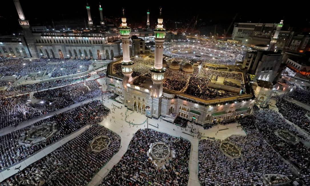 Muçulmanos rezam na Grande Mesquita durante a peregrinação anual Haj, na cidade santa de Meca, Arábia Saudita Foto: UMIT BEKTAS / REUTERS