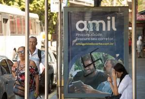 O anúncio vandalizado Foto: Antonio Scorza / Agência O Globo