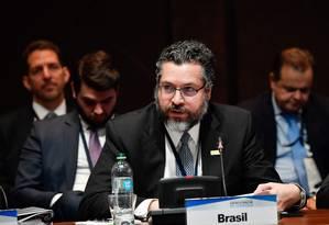 Chanceler Ernesto Araújo durante reunião em Lima, no Peru Foto: HO / AFP/06-08-2019