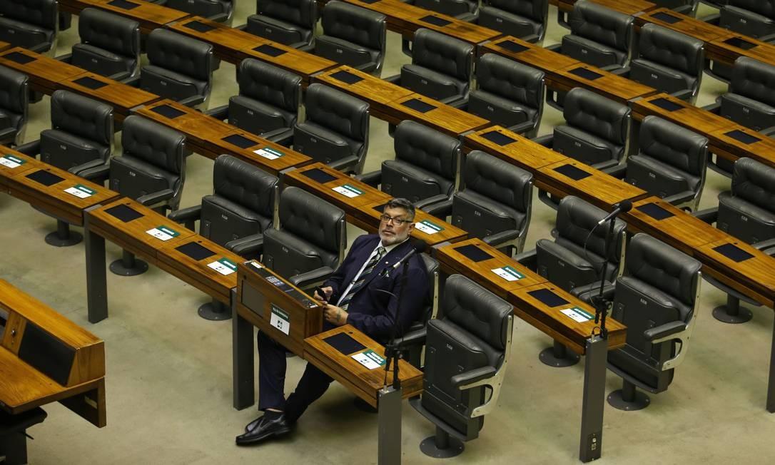 Alexandre Frota foi de ferrenho defensor do governo a 'persona non grata' do PSL. Em crise com a legenda, o deputado de São Paulo se absteve na votação do segundo turno da Previdência Foto: Jorge William / Agência O Globo