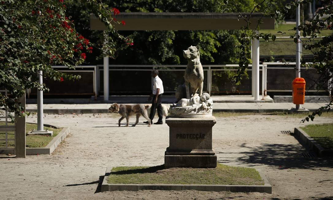 A prefeitura do Rio divulgou proposta para concessão do Jardim de Alah à iniciativa privada. Na foto, área conhecida como Parcão, usada para passeios com animais domésticos Foto: Pablo Jacob / Agência O Globo