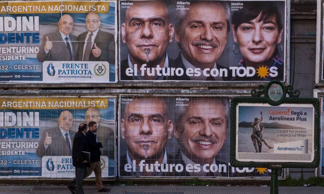 Cartazes eleitorais em Buenos Aires às vésperas do PASO Foto: Ricardo Ceppi / Getty Images