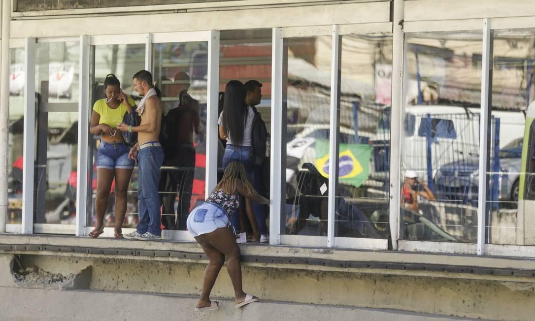 Usuários dão calote na estação Mercadão, em Madureira, mesmo depois que infração passou a ser alvo de multa de R$ 170 Foto: Gabriel de Paiva / Agência O Globo