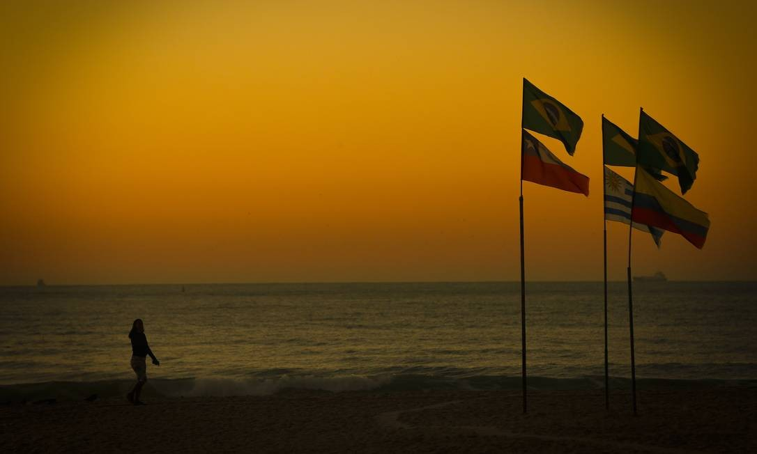 No domingo, há expectativa de um leve declínio das temperaturas, que devem ficar abaixo de 30 graus Foto: Pablo Jacob / Agência O Globo
