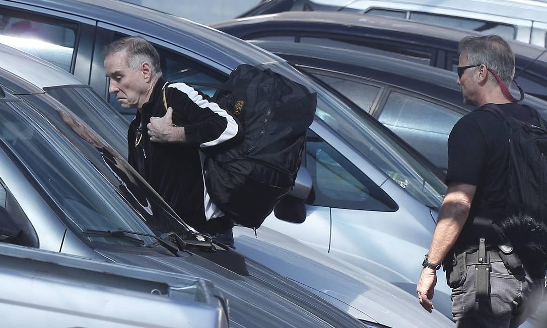 O empresário Eike Batista chega à sede da Polícia Federal após ser novamente preso na Lava-Jato Foto: Pablo Jacob / O Globo