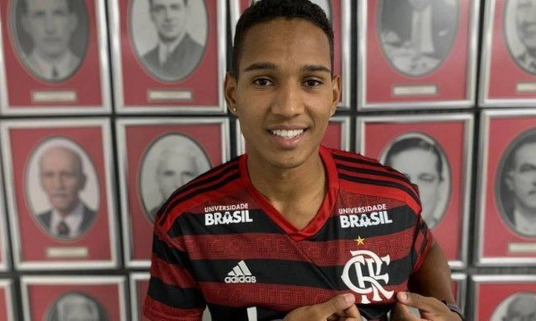 João Lucas, 21 anos, foi destaque do Bangu no Campeonato Carioca de (2019. O Flamengo comprou 60% dos direitos econômicos do lateral-direito Foto: Divulgação Flamengo