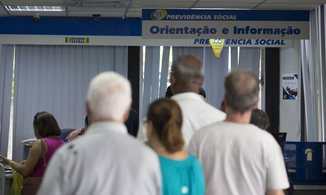 Movimento nas agências do INSS Foto: Márcia Foletto