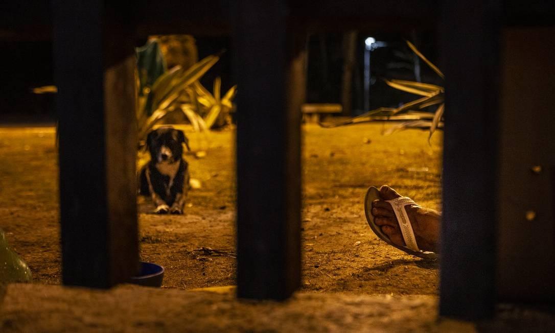 Moradores de rua dormem em colchões espalhados por diversos pontos do parque Foto: Alexandre Cassiano / Agência O Globo
